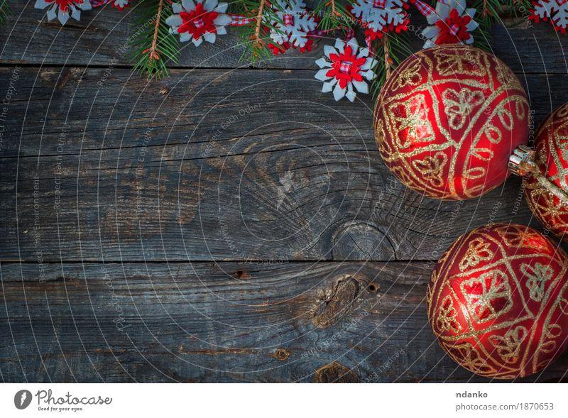 Weihnachtsschmuck und rote Glaskugeln Winter Dekoration & Verzierung Feste & Feiern Weihnachten & Advent Baum Holz Schnur neu retro grau weiß Hintergrund Ball