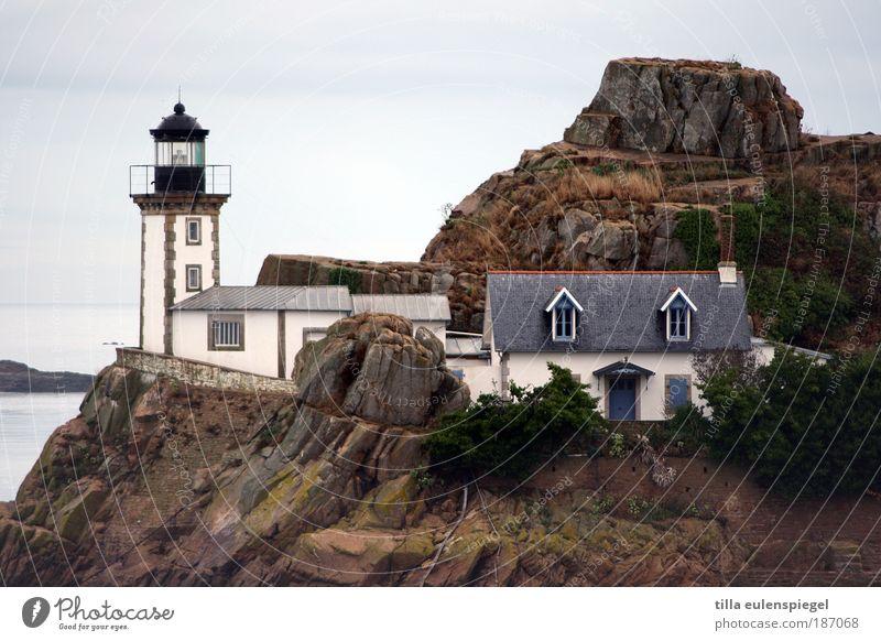Reif für die Insel. Ferien & Urlaub & Reisen Natur Landschaft Herbst Bucht Frankreich Europa Fischerdorf Menschenleer Einfamilienhaus Leuchtturm Gebäude