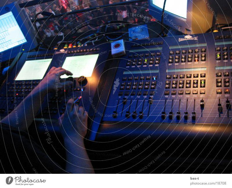 Volle Partykontrolle Mann Technik & Technologie Disco Steuerelemente Veranstaltungsbeleuchtung