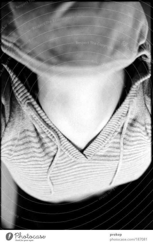 Alienated Mensch feminin Frau Erwachsene Pullover Angst Einsamkeit Dekolleté Hals Schwarzweißfoto Innenaufnahme Tag Vogelperspektive Oberkörper