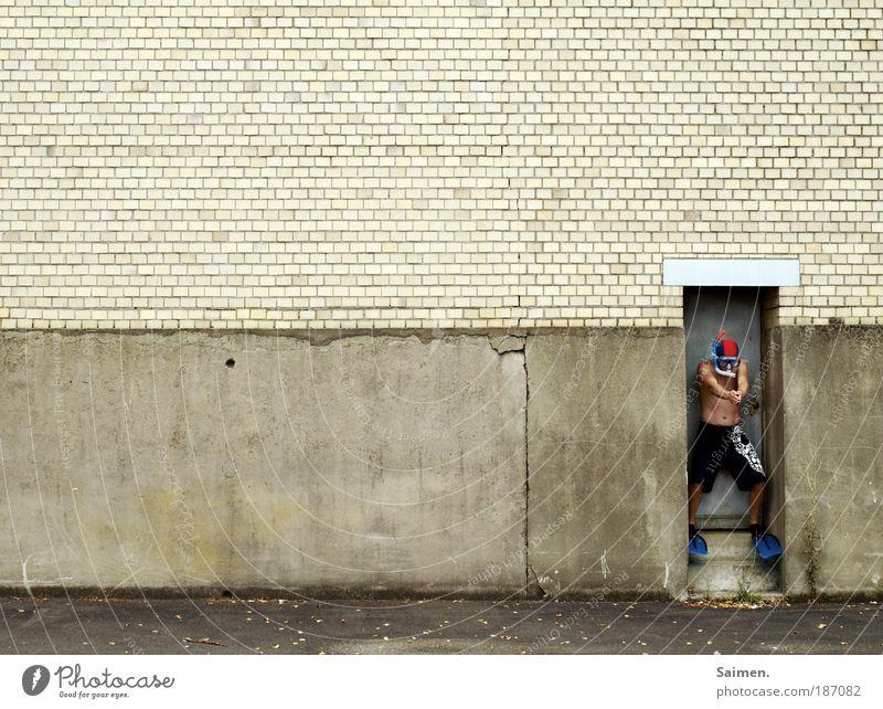 trockenübung Mensch Mann Ferien & Urlaub & Reisen Freude Erwachsene Wand Mauer Schwimmen & Baden außergewöhnlich Treppe maskulin trist einzigartig Sehnsucht