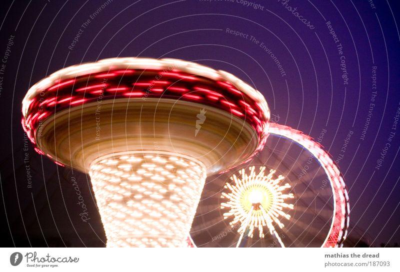 WEIHNACHTSMARKT schön dunkel Bewegung hell außergewöhnlich Geschwindigkeit Lebensfreude Kitsch Jahrmarkt drehen Dynamik Nachthimmel Langzeitbelichtung Karussell Riesenrad Nachtleben