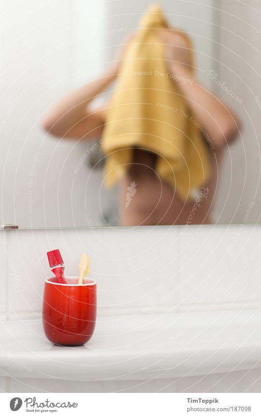 Same procedure as every morning I Körperpflege Haut Waschen Morgen maskulin Mann Erwachsene 1 Mensch Handtuch Zahnbürste Zahncreme Bad Badezimmerspiegel