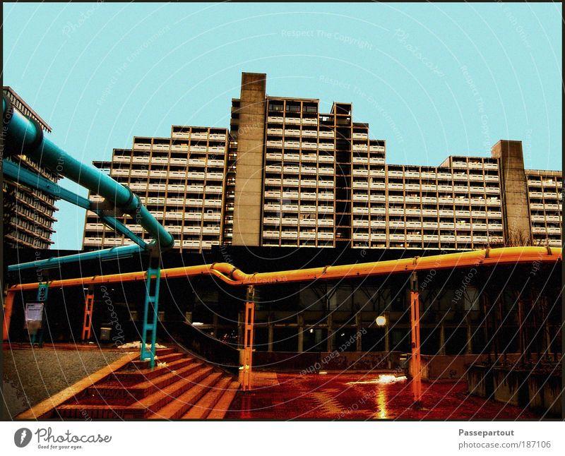 Fake Plastic Trees blau Stadt Haus Einsamkeit gelb kalt Wand Fenster grau Mauer Gebäude Stimmung Wohnung Beton Hochhaus Fassade