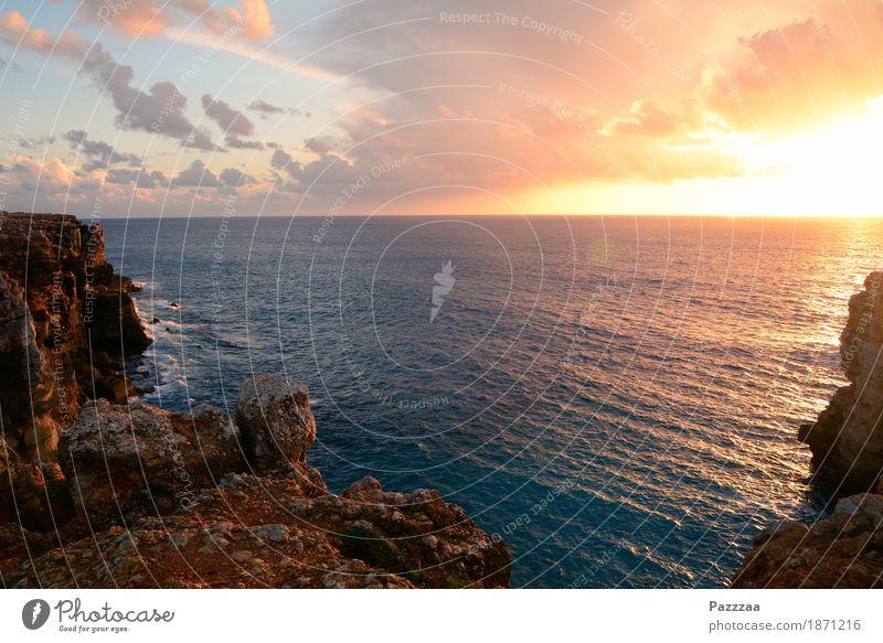 Atlantikabend Natur Landschaft Wolken Felsen Wellen Küste Bucht genießen leuchten Abenddämmerung Ferne Horizont Portugal Algarve Farbfoto Außenaufnahme