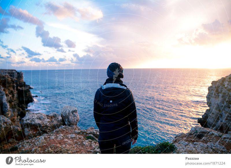 Weitblick Ferien & Urlaub & Reisen Abenteuer Ferne Freiheit Karriere feminin 1 Mensch 18-30 Jahre Jugendliche Erwachsene Felsen Wellen Küste Meer Atlantik