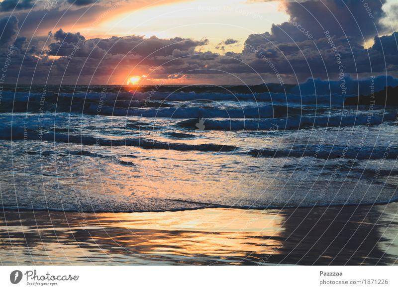 Gleich zischt's Natur Feuer Luft Wasser Himmel Wolken Horizont Klimawandel Wind Wellen Küste Riff Meer Atlantik wild Portugal Brandung Farbfoto Außenaufnahme