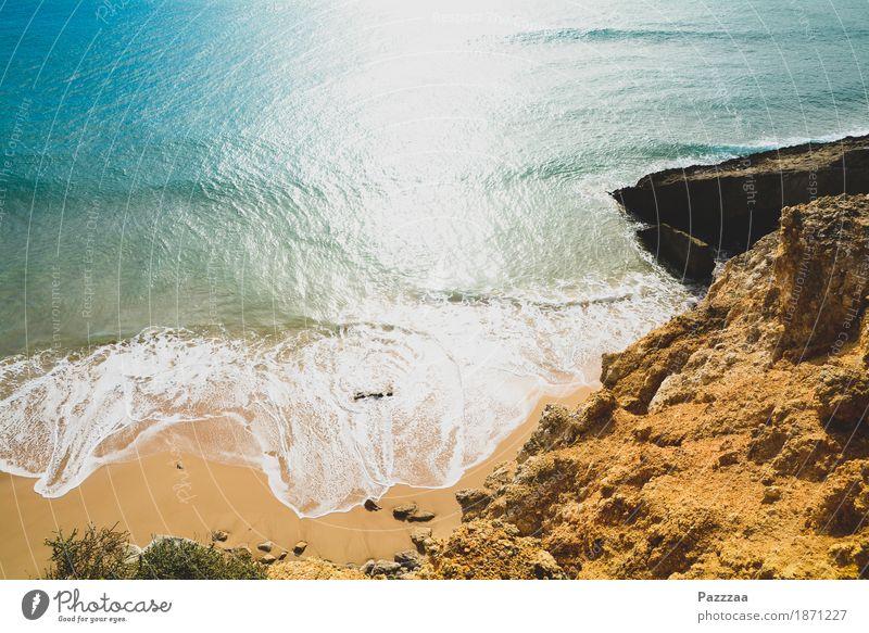 Strandende Natur Sommer Schönes Wetter Felsen Wellen Küste Bucht wild blau türkis Atlantik Portugal Algarve Farbfoto Außenaufnahme Menschenleer