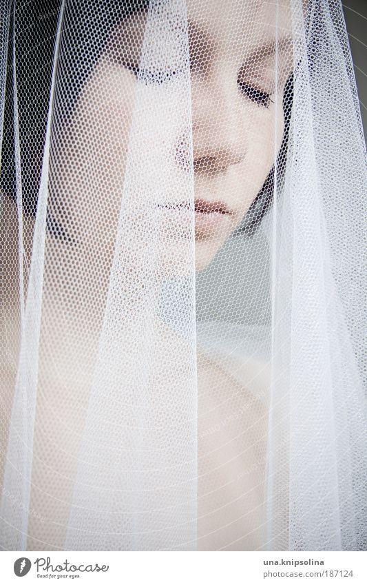 bride elegant Stil Kosmetik feminin Junge Frau Jugendliche Erwachsene Kopf Gesicht Auge 18-30 Jahre Accessoire Schleier schwarzhaarig brünett träumen weiß