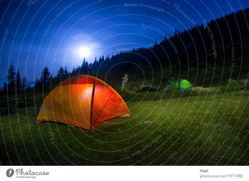 Zwei beleuchtete orange und grüne Campingzelte unter Mond Himmel Natur Ferien & Urlaub & Reisen blau weiß Baum Landschaft rot Wolken dunkel Wald