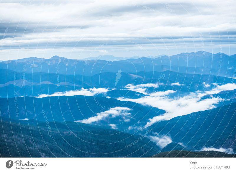 Blaue Berge mit weißen Wolken bedeckt Himmel Natur Ferien & Urlaub & Reisen blau Landschaft Wald Berge u. Gebirge Umwelt Felsen Tourismus Horizont Nebel