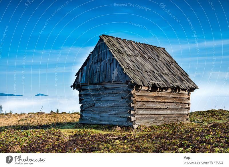 Altes Haus vor schöner Natur mit Wolkenozean Himmel Ferien & Urlaub & Reisen alt Pflanze blau Sommer grün weiß Landschaft Einsamkeit Umwelt gelb Frühling