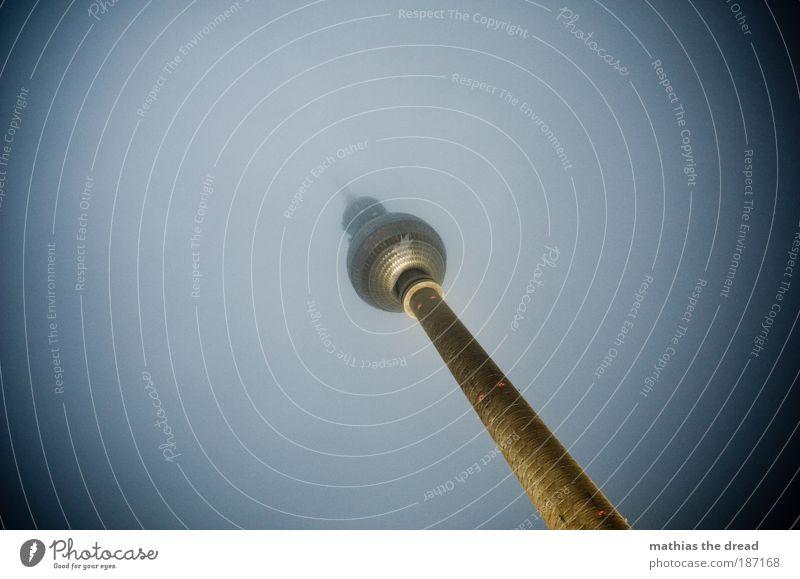 NUR DER TURM Himmel Winter dunkel kalt Berlin Architektur Gebäude Beleuchtung Nebel hoch trist rund Spitze Bauwerk Kugel Skyline