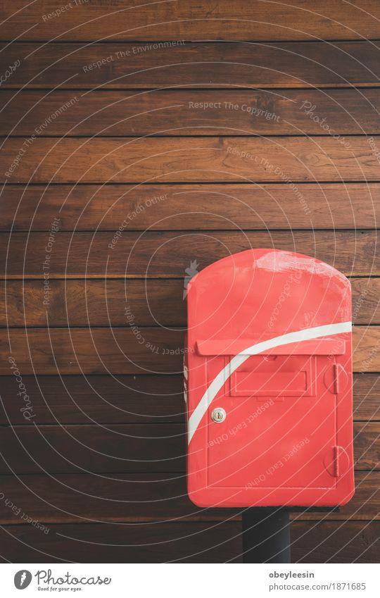 Briefkasten mit dem hölzernen Hintergrund Freude Lifestyle Stil Kunst Glück Design Abenteuer Künstler