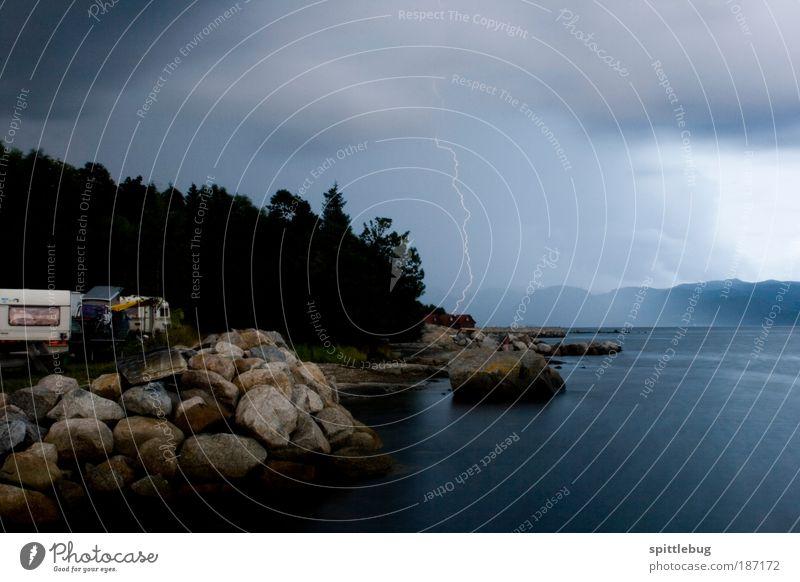 Blitz über Jorpeland Himmel Natur Wasser blau Ferien & Urlaub & Reisen Wolken Ferne kalt dunkel Berge u. Gebirge Landschaft Küste Regen Luft nass bedrohlich