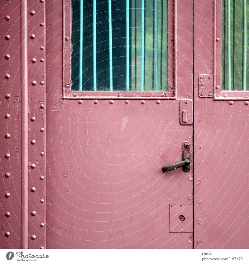 Post-Waggon Eisenbahn geschlossen Güterverkehr & Logistik Frankreich Eingang Schloss Bahnhof Nostalgie Personenverkehr Stab Gitter frontal unterwegs Niete