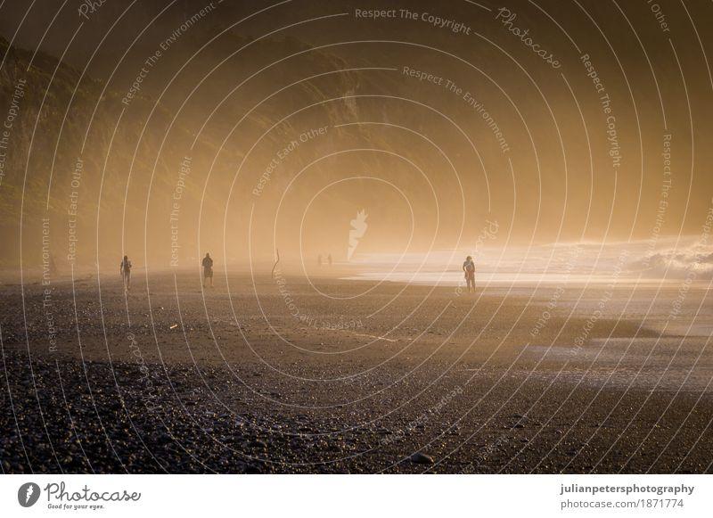 Sonnenuntergang am nebelhaften Pebble Beach in Neuseeland Erholung Ferien & Urlaub & Reisen Strand Meer Insel Natur Landschaft Sand Himmel Horizont Nebel Felsen