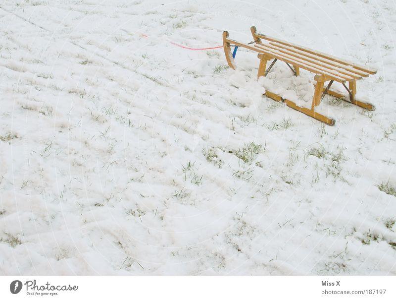 Schlitten Ferien & Urlaub & Reisen Winter Freude Umwelt kalt Schnee Spielen Eis Wetter Frost Idylle Tradition