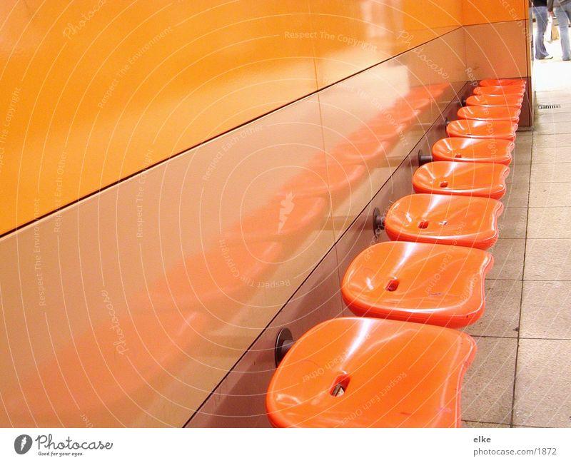 sitzplätze Mensch orange Statue Sitzgelegenheit Siebziger Jahre Fototechnik
