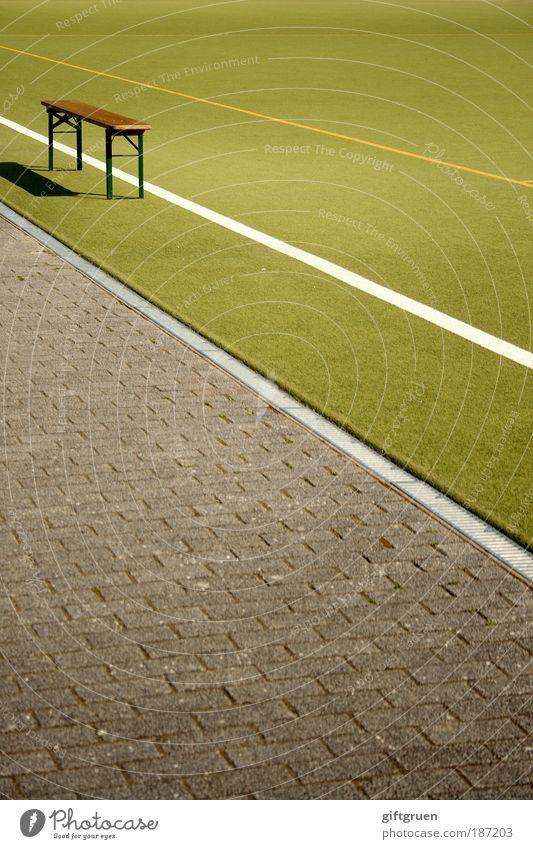 halbzeitpause grün Freude Sport Spielen Bewegung Linie Sportplatz Freizeit & Hobby warten laufen Fußball Bank Farbe Sport-Training Sportveranstaltung Fan