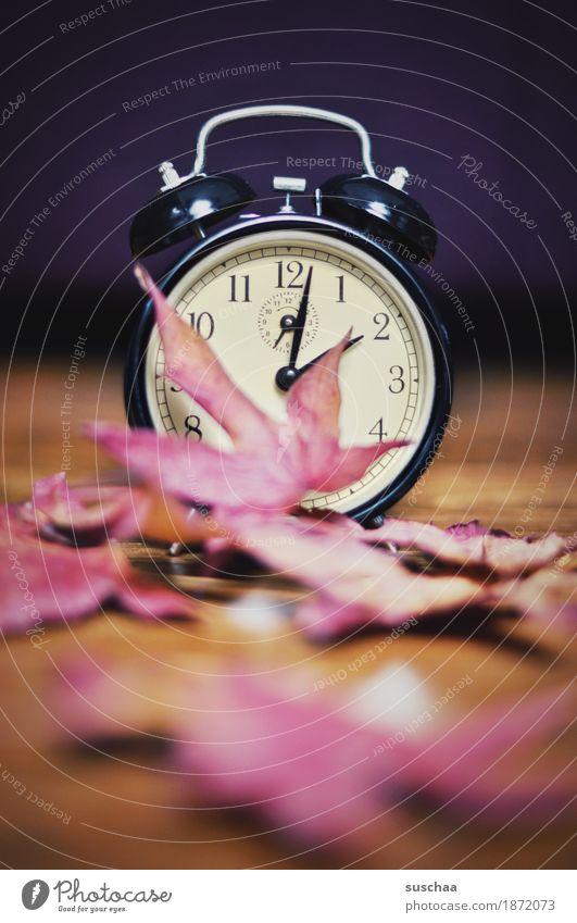 .. an der .. Uhr Wecker Zeit Klingel wecken schlafen verschlafen aufstehen uhr stellen weckruf Ziffern & Zahlen Zifferblatt zeitmangel zeitumstellung Sommer