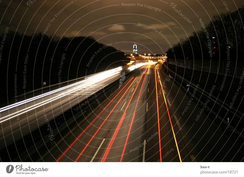 Auf der A57 bei Nacht Köln Autobahn Langzeitbelichtung Verkehrsstau Brücke Autobahnbrücke Straße