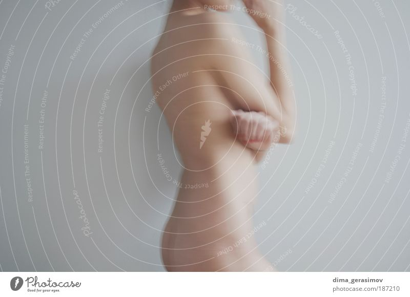 Morgens Mensch feminin Junge Frau Jugendliche Körper Haut Finger Bauch 1 18-30 Jahre Erwachsene Luft Coolness dünn einfach Erotik Gesundheit kalt schön weich