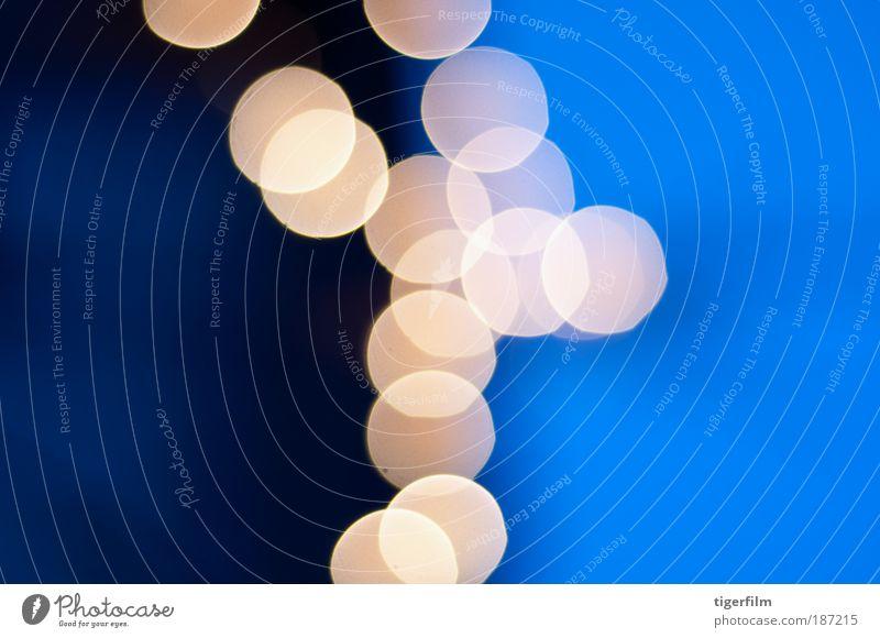 blau Freude Winter Umwelt Feste & Feiern Lampe Stimmung hell glänzend Zufriedenheit leuchten gold Fröhlichkeit Blühend Coolness Wolkenloser Himmel