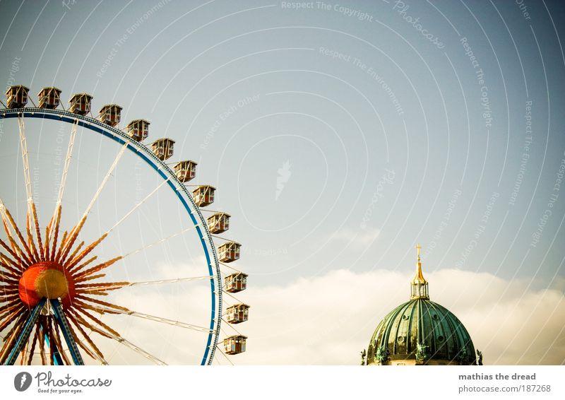 DER ALEX OHNE TURM Himmel Wolken Berlin Architektur Gebäude hoch Bauwerk Idylle Schatten Schönes Wetter drehen Jahrmarkt Wahrzeichen Sehenswürdigkeit Hauptstadt Anschnitt
