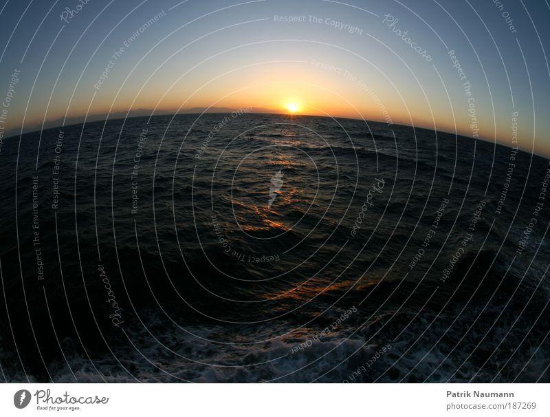 Erdkrümmung Natur Wasser blau Ferien & Urlaub & Reisen Meer Ferne Planet Umwelt Erde nass gold Tourismus ästhetisch rund Sonnenstrahlen Fischauge