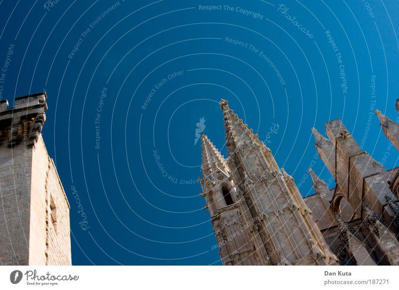 Spitze. Kathedrale. Himmel alt schön Sonne Ferien & Urlaub & Reisen Wand Architektur Religion & Glaube Gebäude Mauer Kirche Wahrzeichen Spanien Dom Sehenswürdigkeit Hauptstadt