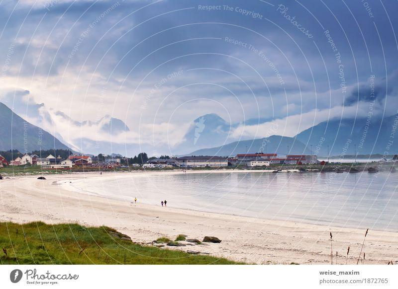 Norwegen-Dorf im Fjord auf Lofoten Inseln Himmel Natur Ferien & Urlaub & Reisen alt Sommer Stadt grün Meer Landschaft Wolken Haus Strand Berge u. Gebirge Wiese