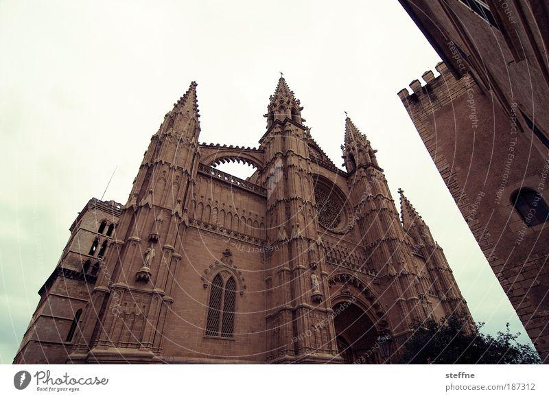 kathedralenspitze Palma de Mallorca Spanien Hauptstadt Altstadt Kirche Dom Sehenswürdigkeit Wahrzeichen Kathedrale La Seu Religion & Glaube Farbfoto