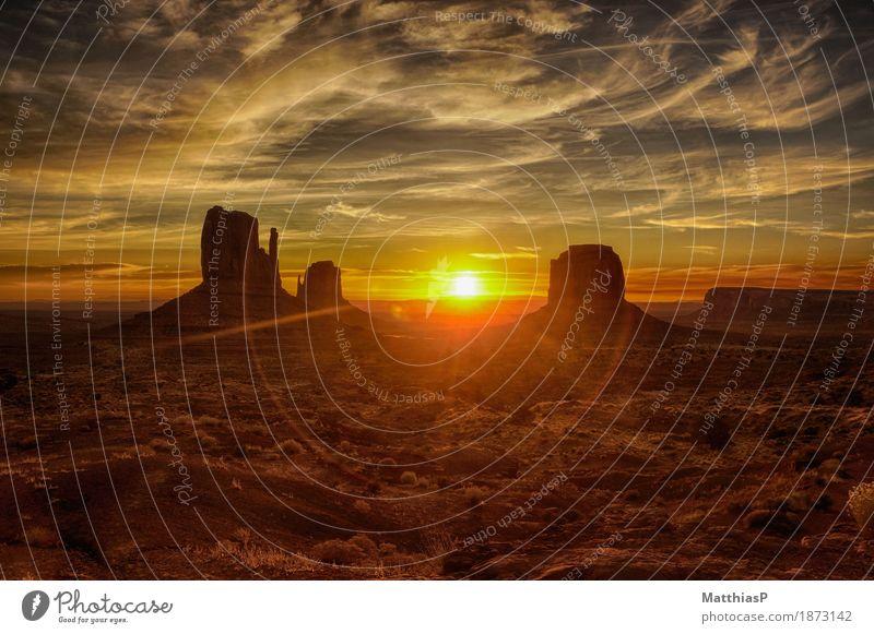Monument Valley Navajo Tribal Park - Sonnenaufgang Ferien & Urlaub & Reisen Pflanze schön Landschaft rot Berge u. Gebirge außergewöhnlich Freiheit Stein braun