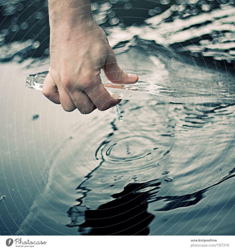 cold winter Haut Hand Finger 1 Mensch Umwelt Wasser Klimawandel Wetter Eis Frost Schnee Handschuhe berühren frieren Coolness eckig Flüssigkeit kalt blau weiß