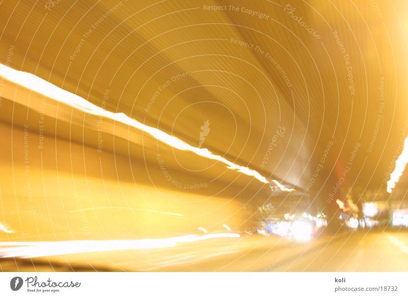 Tunnelblick Autofahren Schliere Geschwindigkeit Langzeitbelichtung Licht