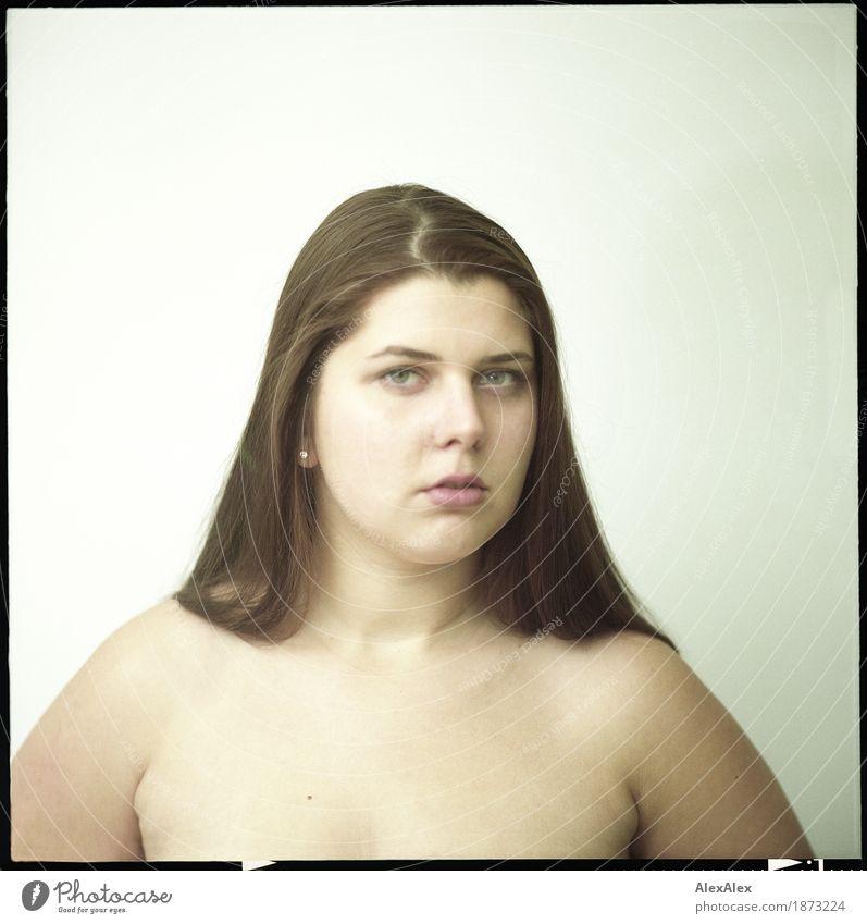 von gestern für morgen Jugendliche Stadt schön Junge Frau 18-30 Jahre Gesicht Erwachsene feminin Haare & Frisuren Zufriedenheit retro Kommunizieren ästhetisch