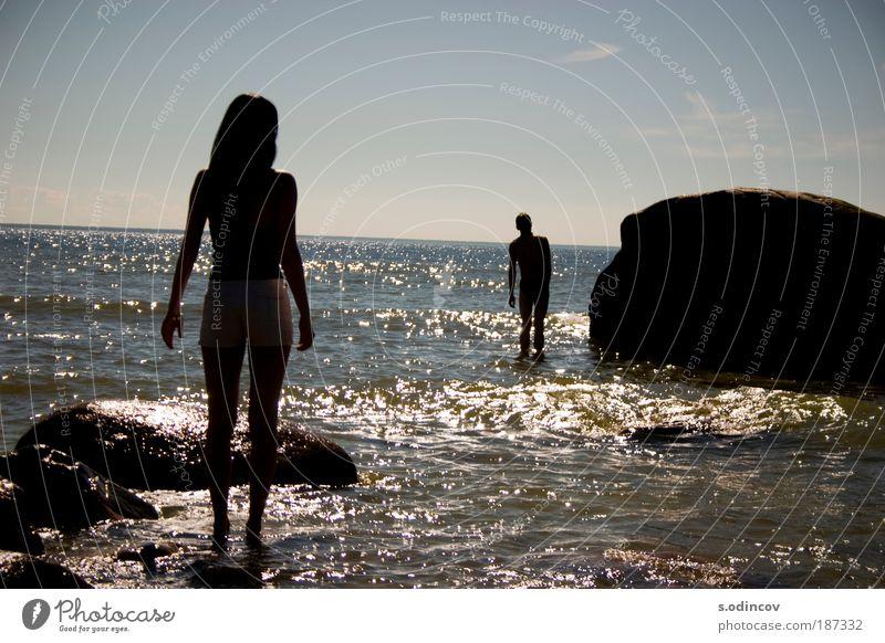 Mensch Frau Natur Jugendliche Wasser schön Himmel Sommer Strand Mann Meer Wolken Spielen Glück lachen