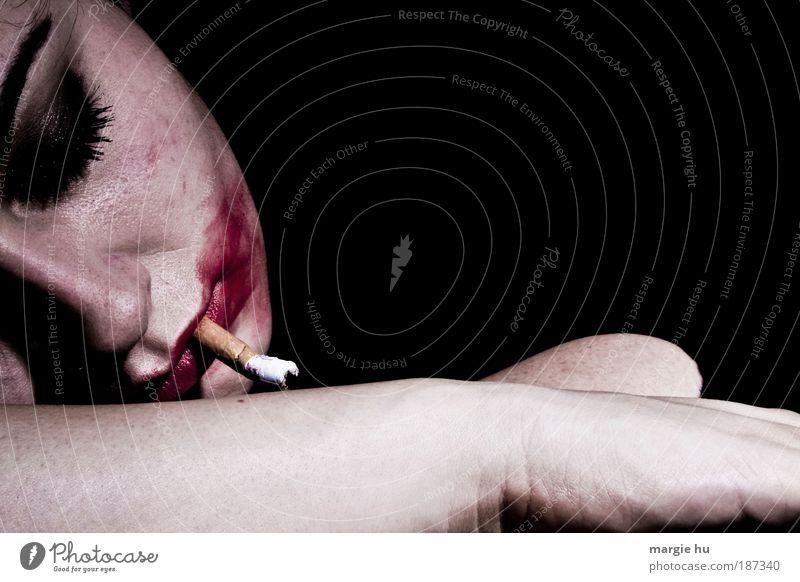 rest. Mensch Jugendliche Gesicht Auge Einsamkeit feminin Kopf Traurigkeit Mund Haut Arme Nase Frau Lippen Müdigkeit Zigarette