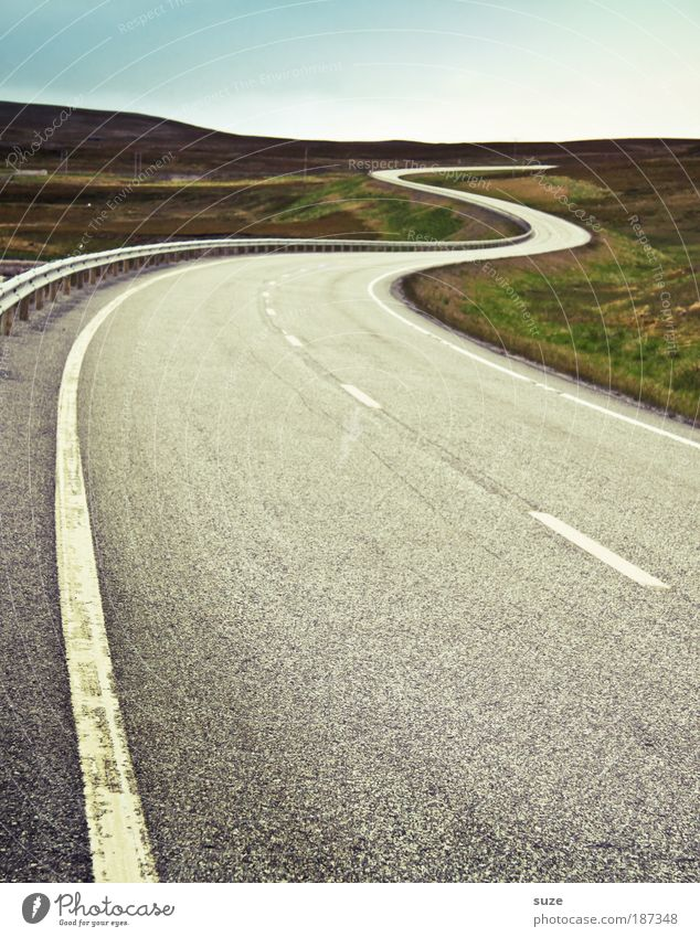 Straßenbahn Umwelt Natur Landschaft Urelemente Himmel Wolkenloser Himmel Horizont Sommer Wiese Verkehr Verkehrswege Straßenverkehr Autofahren Wege & Pfade Linie
