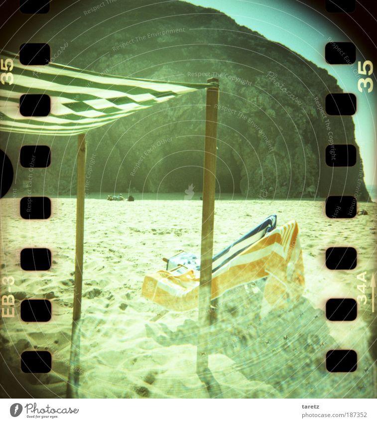 Ich wollt ich wär am Meer grün blau Sommer Strand Ferien & Urlaub & Reisen ruhig Einsamkeit Ferne Erholung träumen orange Felsen Tourismus Lomografie leer