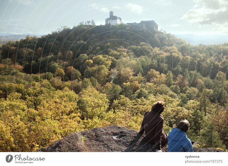 Die Blicke schweifen lassen Leben harmonisch Erholung ruhig Meditation Tourismus Ferne Sightseeing wandern Umwelt Natur Landschaft Herbst Wald Felsen