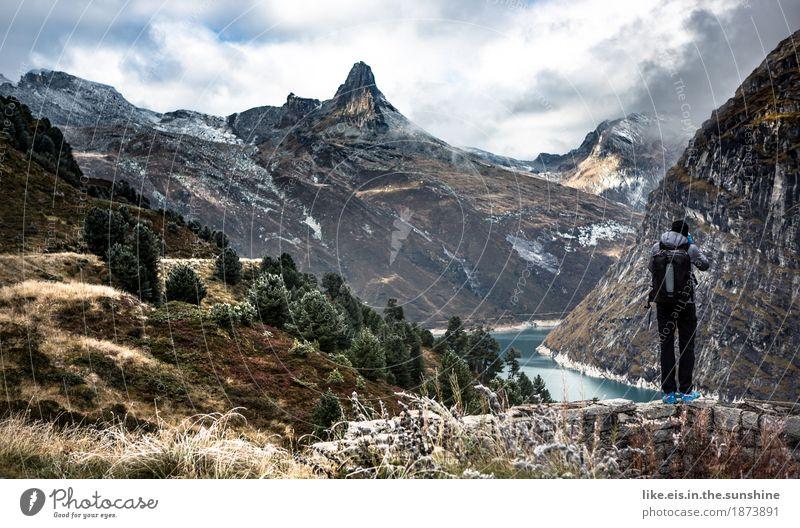 what a wonderful world! Ausflug Abenteuer Ferne Freiheit Berge u. Gebirge wandern maskulin 1 Mensch Umwelt Natur Landschaft Herbst Baum Hügel Felsen Alpen
