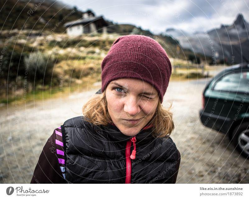 Draußen zu hause. Frau Natur Ferien & Urlaub & Reisen Jugendliche Junge Frau Landschaft Ferne 18-30 Jahre Berge u. Gebirge Erwachsene Umwelt Leben Herbst