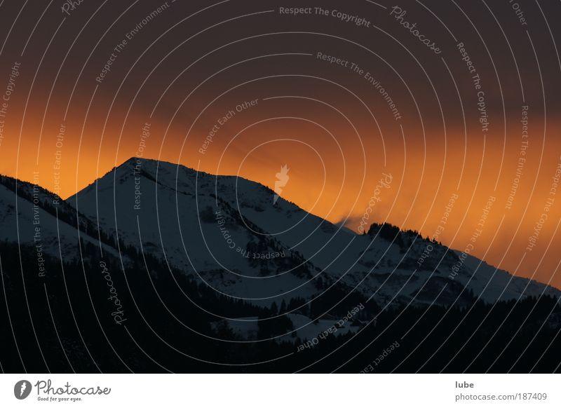 Föhnstimmung am Berg Tourismus Ferne Winter Winterurlaub Berge u. Gebirge Umwelt Natur Luft Himmel Wolken Gewitterwolken Horizont Sonnenlicht Klima Wetter