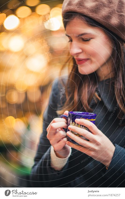 Weihnachtsstress? – Innehalten und Glühwein trinken! elegant schön Winter Weihnachten & Advent Mensch feminin Junge Frau Jugendliche Erwachsene 13-18 Jahre