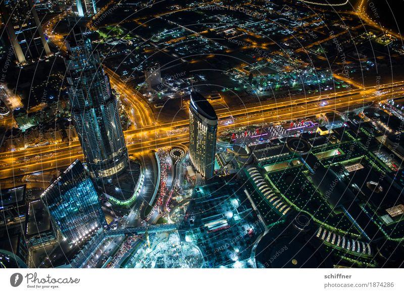 Ant-City | Ants never sleep Stadt Hauptstadt Stadtzentrum Skyline Hochhaus Turm Bauwerk Gebäude außergewöhnlich Lampe Lichtermeer Blick nach unten Baustelle