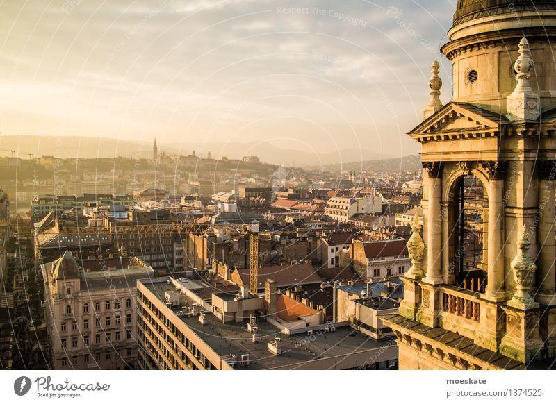 St Stephan Basilika Budapest Stadt Hauptstadt Stadtzentrum Altstadt Fußgängerzone Skyline bevölkert Haus Kirche Dom Palast Burg oder Schloss Bauwerk Gebäude