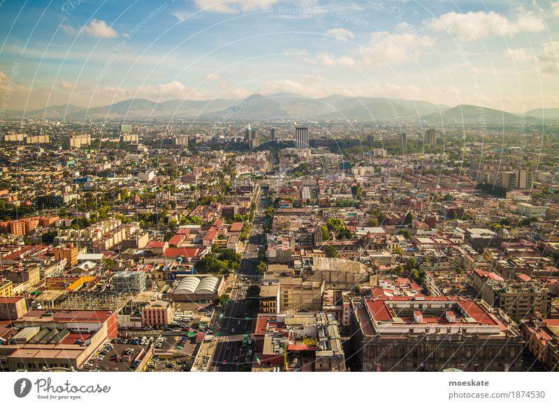 Mexico City Stadt Hauptstadt Stadtzentrum Altstadt Skyline bevölkert überbevölkert Haus Hochhaus Gebäude dreckig gigantisch groß Unendlichkeit blau Mexiko