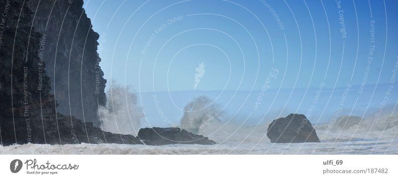 Wellenbrecher blau Sommer Ferien & Urlaub & Reisen Meer schwarz Ferne Freiheit grau Küste Wellen Kraft nass hoch Insel groß Tourismus